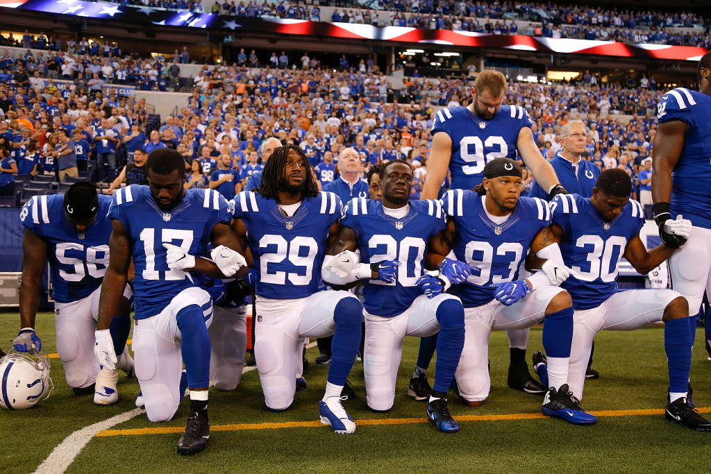 Members of the Indianapolis Colts stand and kneel for the national anthem  prior to the start 0a7fdf3dd