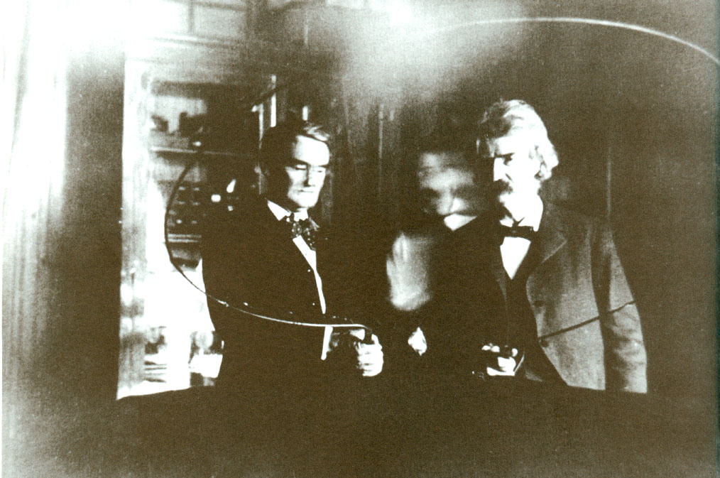 Nikola Tesla (center) and Mark Twain (left)