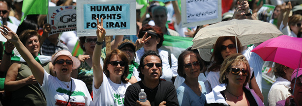 File photo of Iranians demonstrating against the result of the recent Iranian presidential elections, outside the Federal Building in Los Angeles on June 28, 2009.