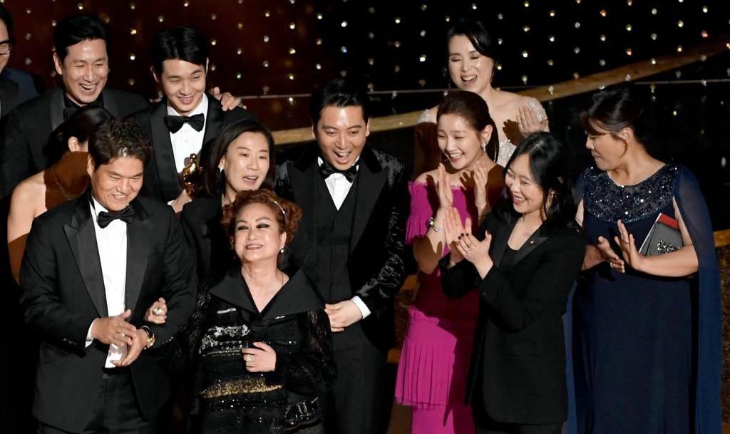 HOLLYWOOD, CALIFORNIA - FEBRUARY 09: (L-R) Executive producers Min Heoi Heo and Miky Lee, producer Kwak Sin-ae, and So-dam Park accept the Best Picture award for
