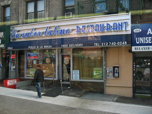 "A restaurant in New York's Washington Heights, whose owners apparently prefer ""Latino,"" December 2008"