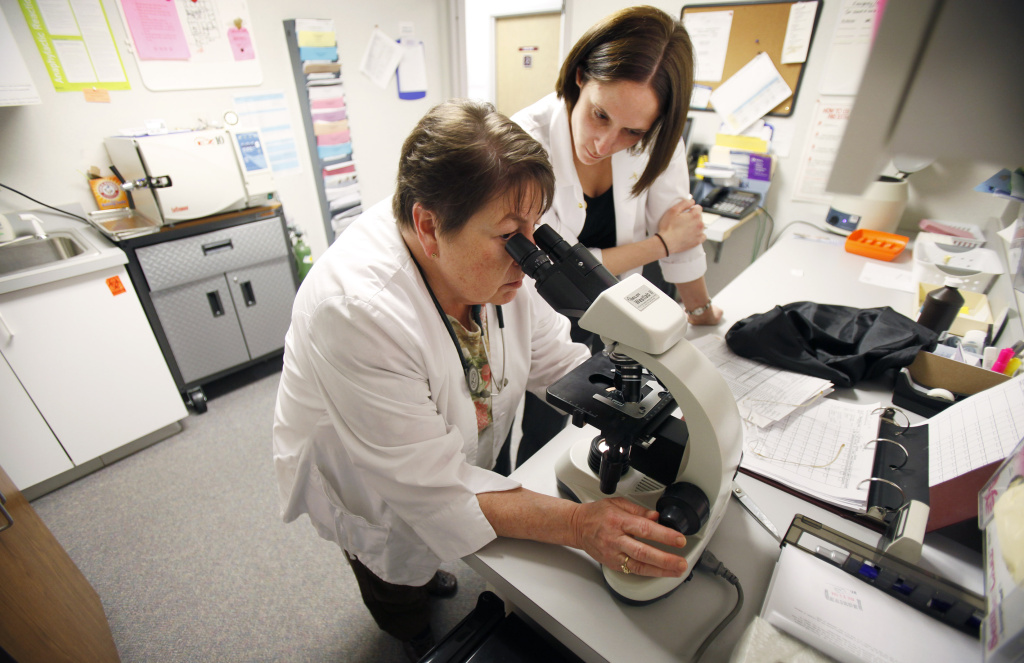 Nurse practitioner Sharon Spiller, left, and physicians assistant Tiernie Garbers, right, work in a lab at the Planned Parenthood of East Central Iowa, Tuesday, March 24, 2009, in Cedar Rapids, Iowa.