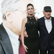 Actors Robert De Niro and Anne Hathaway pose for photographers as they arrive for the European Premiere of The Intern, at a central London cinema, Sunday, Sept. 27, 2015. (Photo by Joel Ryan/Invision/AP)