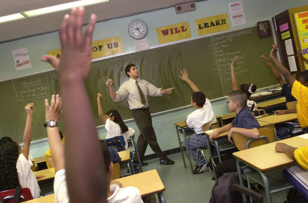 Teacher David Nieder of 'Knowledge is Power Program' (KIPP) Academy takes questions from his class October 4, 2000 in The Bronx, New York.