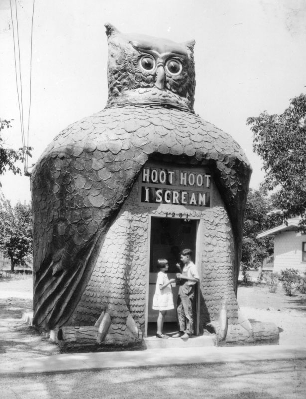 Shaped like an owl, the Hoot Owl Cafe had a head that rotated, blinking eyes made from Buick headlamps and a sign that read: