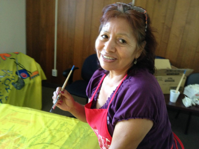 Andrea Wadarama paints a banner to support support Chirla's Household Workers Committee.