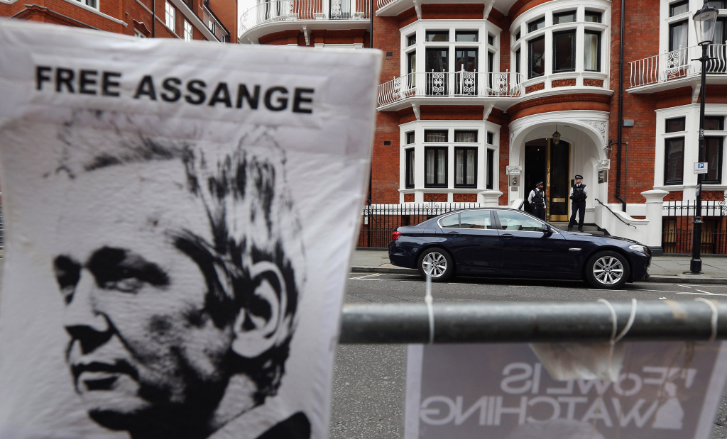 LONDON, ENGLAND - AUGUST 15:  Police stand guard outside the Ecuadorian Embassy where Julian Assange, the founder of the WikiLeaks website, is seeking asylum on August 15, 2012 in London, England. Mr Assange has been living inside Ecuador's London embassy since June 19, 2012 after requesting political asylum whilst facing extradition to Sweden to face allegations of sexual assault. According to officials within Ecuador's government, Assange is to be granted asylum.   (Photo by Oli Scarff/Getty Images)