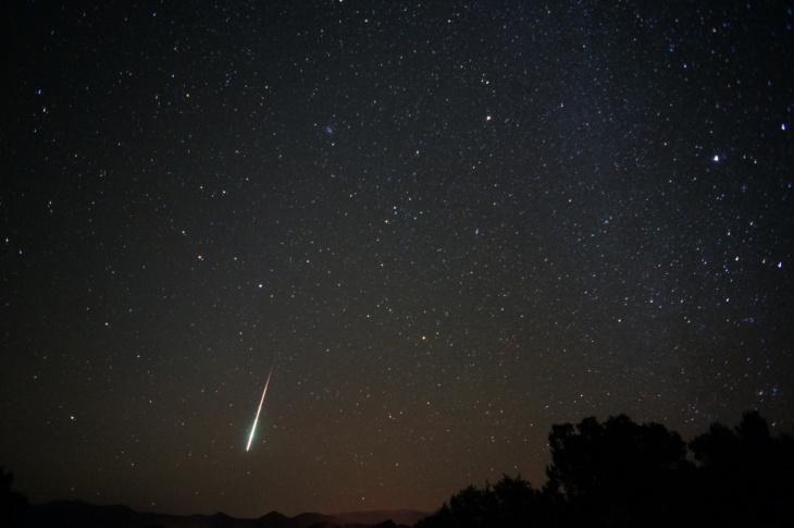 Flickr user Mike Lewinski captures past Taurid meteors streaking across the sky. Lewinski notes,