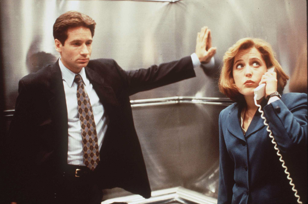1996 GILLIAN ANDERSON AND DAVID DUCHOVNY OF THE HIT SERIES THE 'X-FILES'. (Photo by Fox/Liaison)