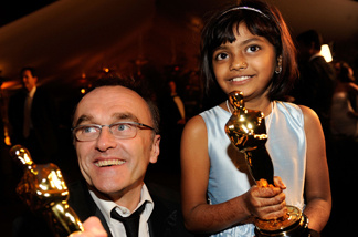 Director Danny Boyle and actress Rubina Ali (holding two of the Academy Award statues that 'Slumdog Millionaire' won) at the 81st Annual Academy Award.