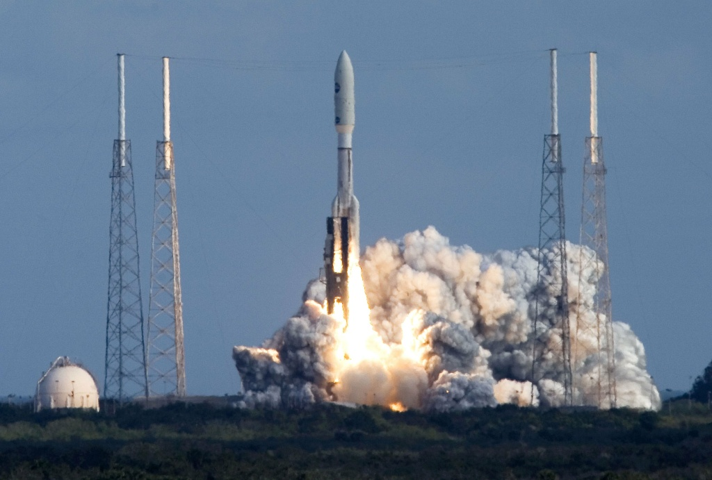 A Lockheed Martin Atlas 5 rocket lifts off of pad 41 carrying NASA's Pluto New Horizons spacecraft at the Kennedy Space Center January 19, 2006 in Cape Canaveral, Florida.