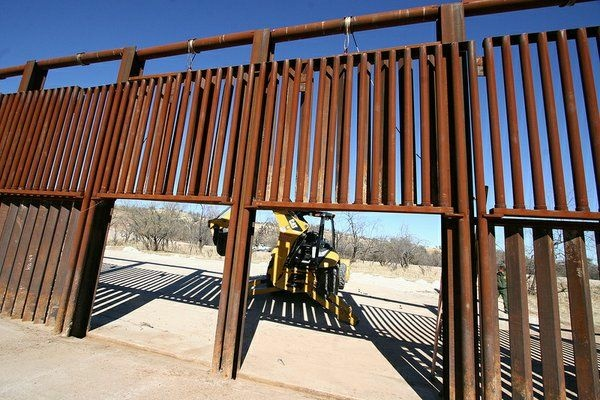 Broken Borders Fronteras