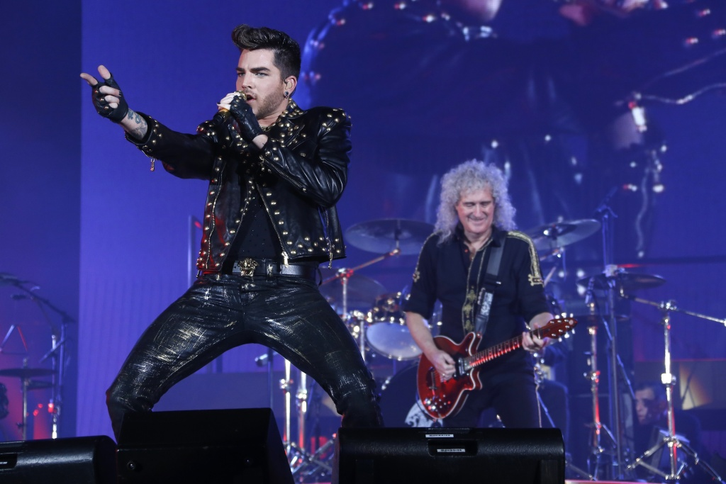 American singer Adam Lambert (L) performs with Guitarist Brian May (R) of the British rock band Queen, at the Zenith arena in Paris, on January 26, 2015.
