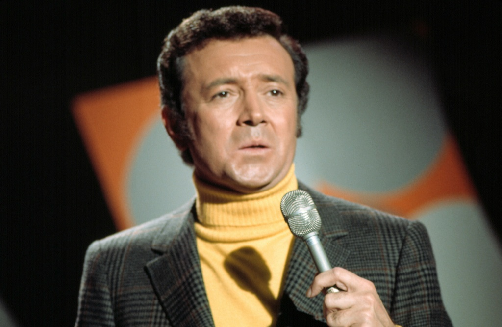 Vic Damone sings in Los Angeles in this 1972 file photo.