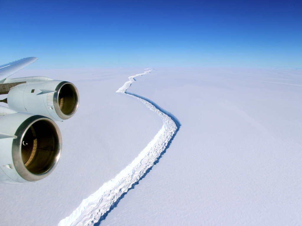 See the New Trillion-Ton Antarctic Iceberg in Image from Space