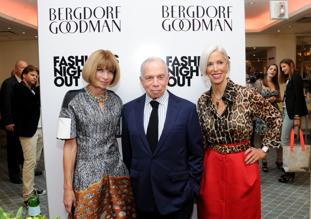 (L-R) Anna Wintour, S.I. Newhouse and Linda Fargo attend a celebration during Fashion's Night Out on September 8, 2011.
