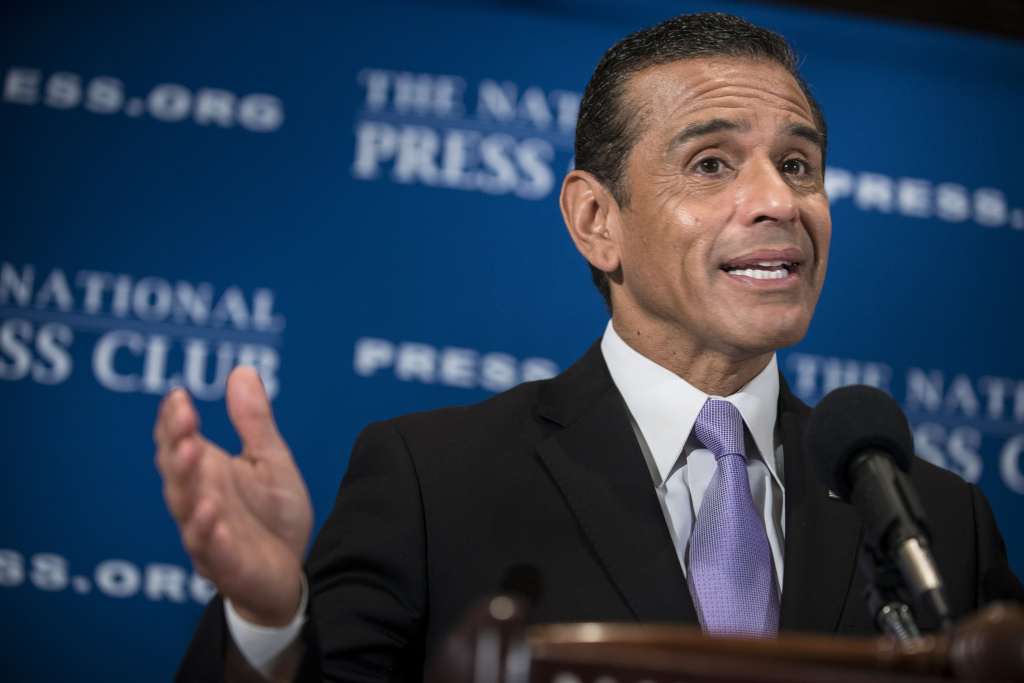 Los Angeles Mayor Antonio Villaraigosa speaks during a luncheon at the National Press Club, January 14, 2013 in Washington. The former two-term mayor has been named senior advisor to Herbalife's CEO and board of directors.