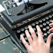 Why was Hermelin ridiculed for using a typewriter in New York City to make a few bucks for writing stories?