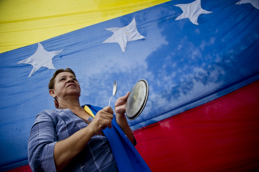 A demonstrator hits a pot in protest against the government of Venezuelan President Nicolas Maduro in San Antonio, in the border state of Tachira, Venezuela, on February 25, 2014.