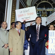 US business tycoon Donald trump (C) enters the Plaza Hotel past supporters on December 21, 1994.