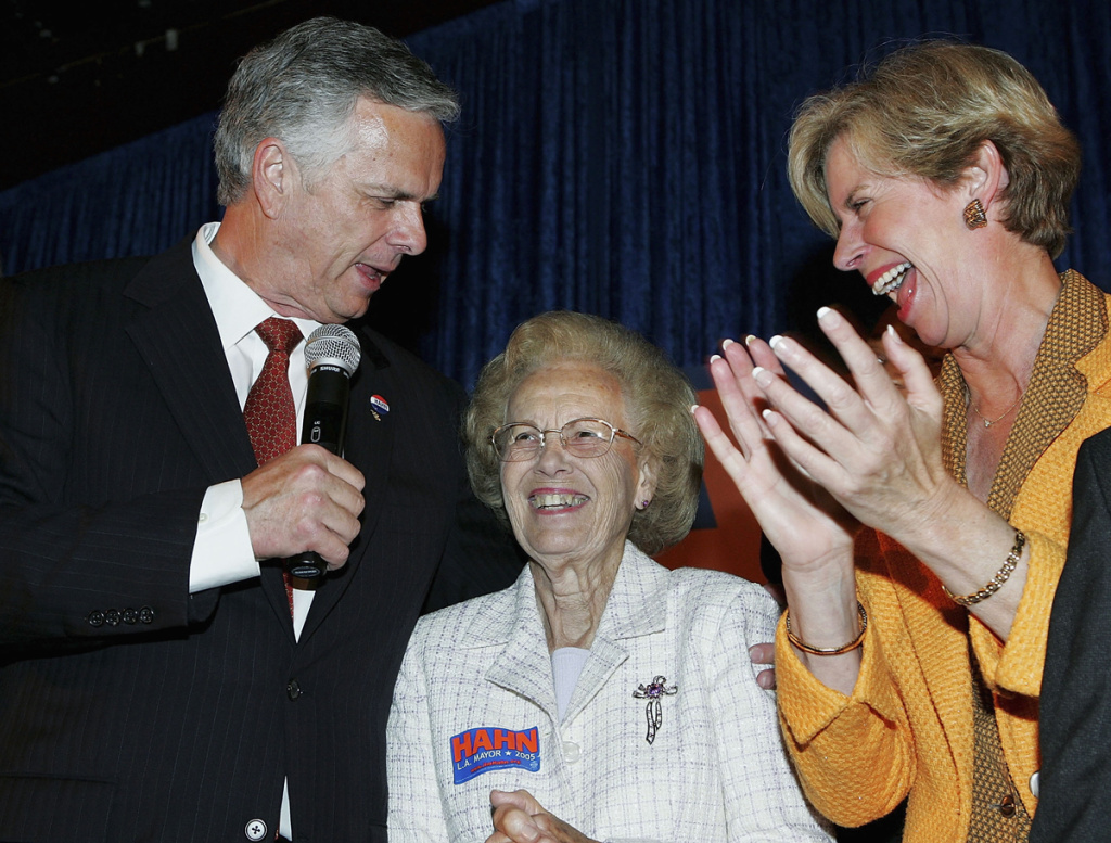Former Los Angeles Mayor James Hahn (L) jokes with his mother Ramona and his sister Janice Hahn during his election night party May 17, 2005 in Los Angeles, California.