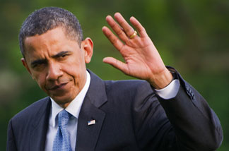 US President Barack Obama waves as he steps off Marine One on the South Lawn of the White House May 26, 2010, as he returns from a trip to the west coast.
