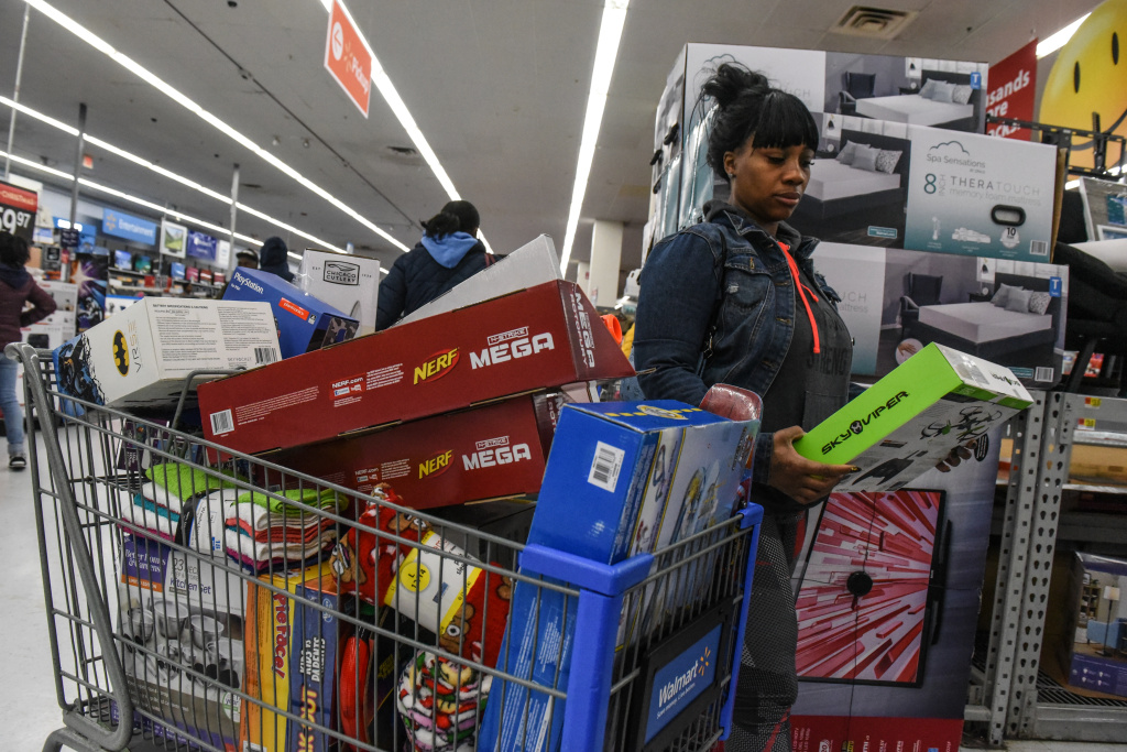 Shoppers Are Out Hunting For Deals As Sales Start Earlier 89 3 Kpcc