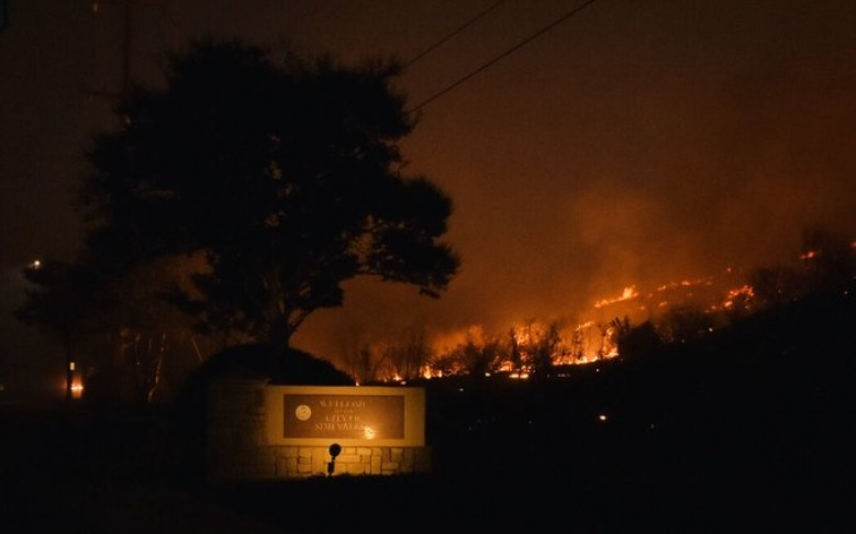The Easy Fire is moving west, burning between the communities of Simi Valley and Moorpark.