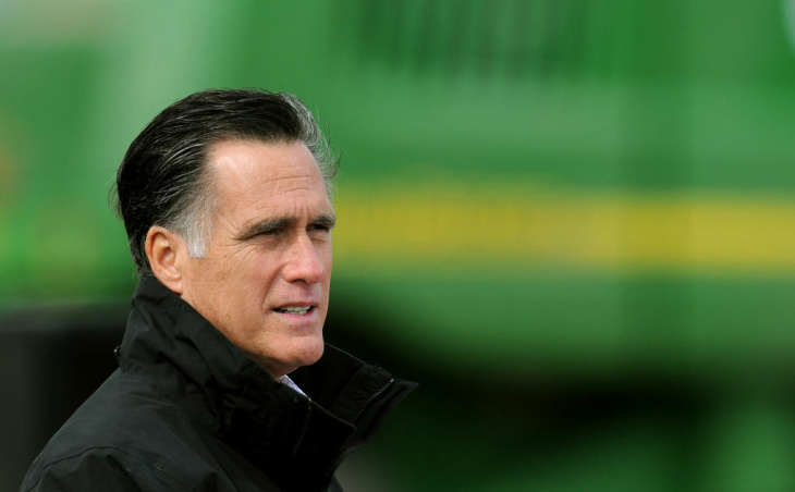 GOP Presidential Candidate Mitt Romney Campaigns In Iowa