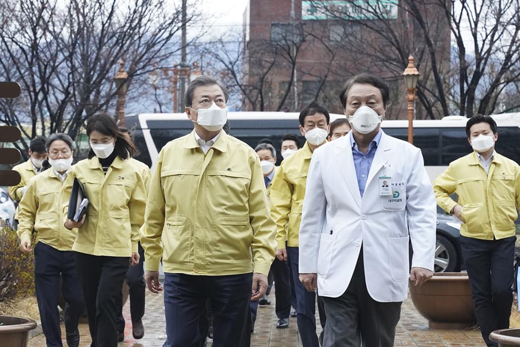 South Korean President Moon Jae-in (L) talks to a president of Daegu Medical Center, You Wan-sik (R) at the Daegu Medical Center on February 25, 2020 in Daegu, South Korea.