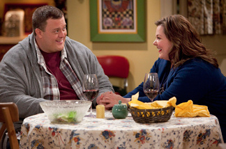 Mike (Billy Gardell) and Molly (Melissa McCarthy) meet at Overeaters Anonymous in the CBS comedy Mike & Molly.