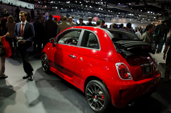 Fiat unveils its all-electric 500e at the LA Auto Show. The wee two-door will get 80 miles per charge, Fiat claims.