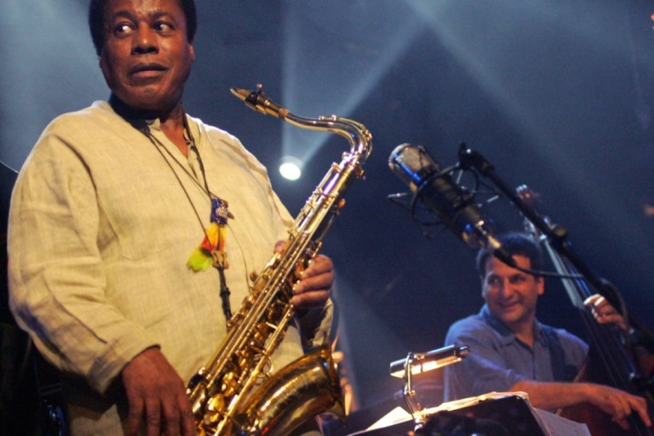 US saxophonist Wayne Shorter (L) and US
