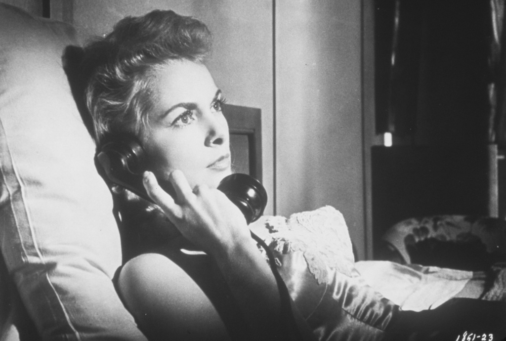 Susan Vargas' (Janet Leigh) inquisitiveness leads to her kidnapping by a group of hoodlums in Orson Welles'