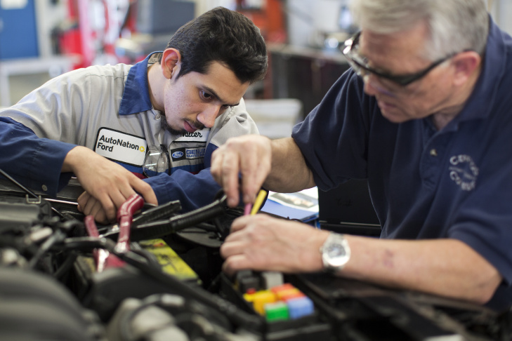 Slideshow Cerritos College A Pipeline For Auto Technicians At Southern California Dealerships 89 3 Kpcc