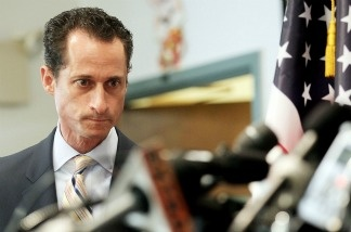 Anthony Weiner announces his resignation.