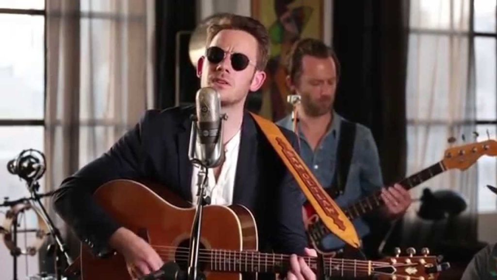 Sam Outlaw performs