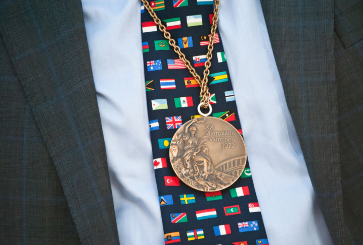 Councilmember Tom LaBonge wearing Rod Dixon's 1972 bronze medal.