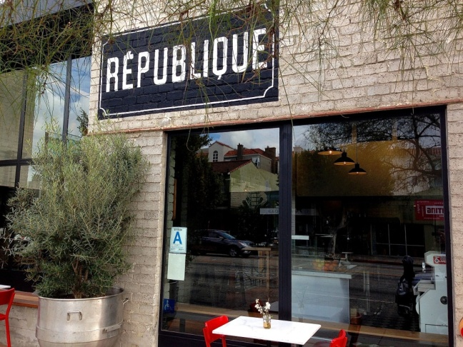 outside republique