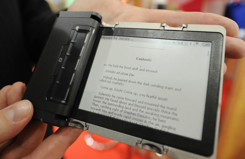 A paragraph of James Joyce's Ulysses is displayed on a Readius e-reader device. Scanning hundreds of pages from that screen could be tiring.