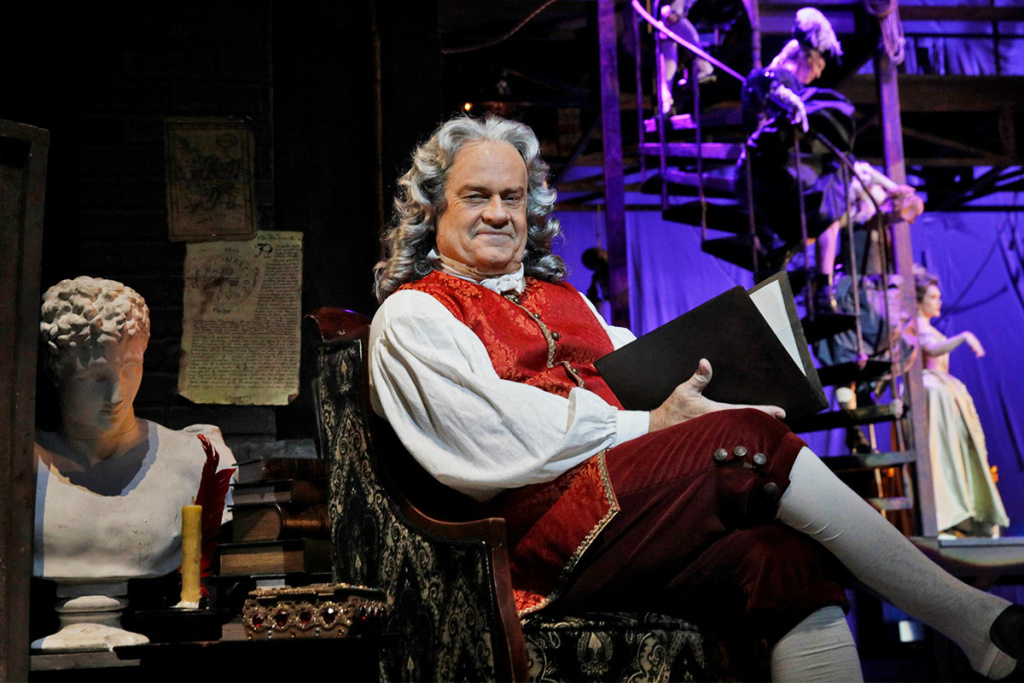 Kelsey Grammer as Voltaire in LA Opera's 2018 production of