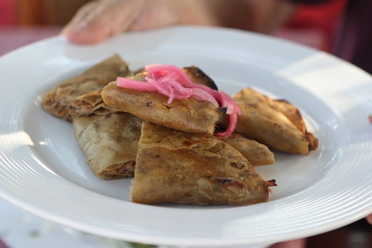 Participants in a Club Tengo Hambre tour enjoy the pleasures of the Valle de Guadalupe, Baja.
