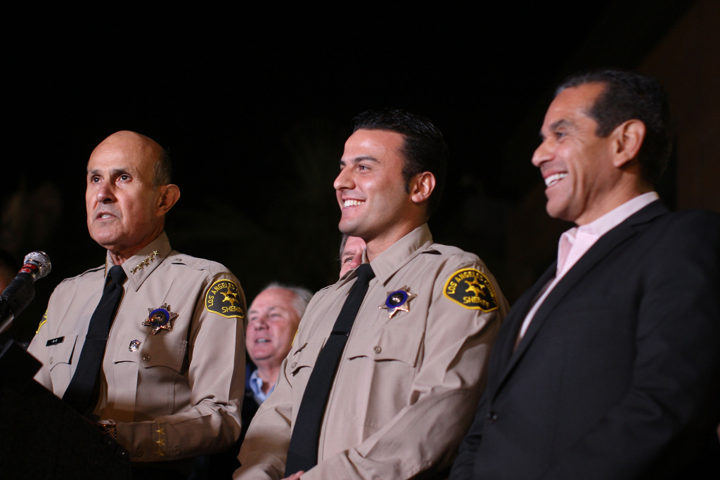 LA County Sheriff Lee Baca (L) introduces Reserve Deputy Sheriff Shervin Lalezary (C) talks to reporters as the officer who arrested a serial arson suspect, as Mayor Antonio Villaraigosa (R) looks on during a press conference on January 2, 2012.
