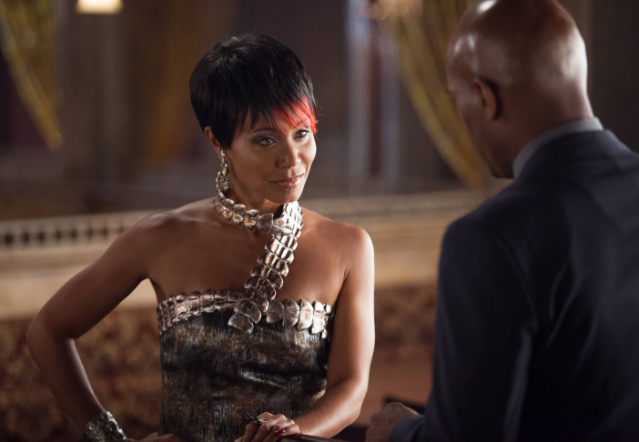 Detective Crispus Allen (Andrew Stewart Jones, R) questions Fish Mooney (Jada Pinkett Smith, L) in the