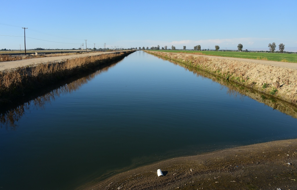 This photo taken March 29, 2015 shows water from the California Aqueduct flowing through Kern County, the nation's number 2 crop county, near Bakersfield, California, about 100 miles (160 km) north of Los Angeles.