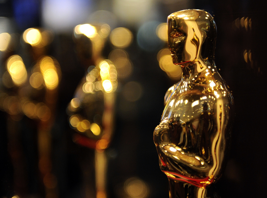 File: Overview of Oscar statues on display at