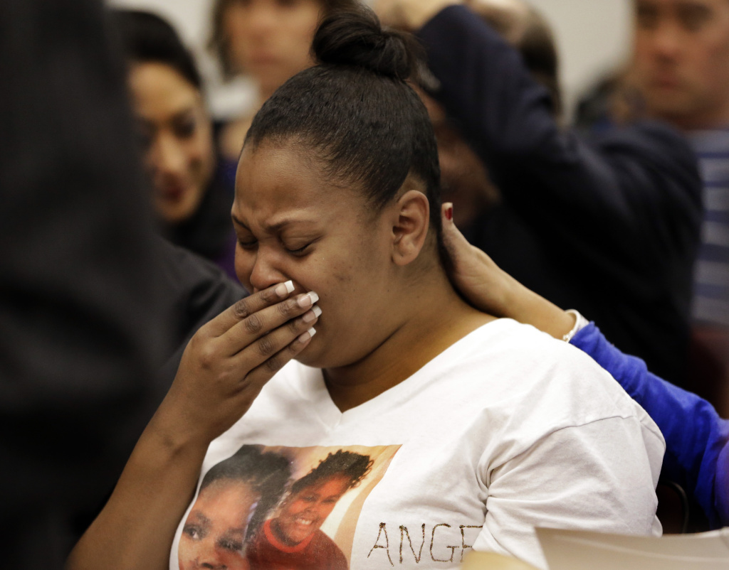 FILE - In this Dec. 20, 2013 file photo, Nailah Winkfield, mother of 13-year-old Jahi McMath, cries before a courtroom hearing regarding McMath, in Oakland, Calif.  McMath remains on life support at Children's Hospital Oakland over a week after doctors declared her brain dead, following a supposedly routine tonsillectomy.