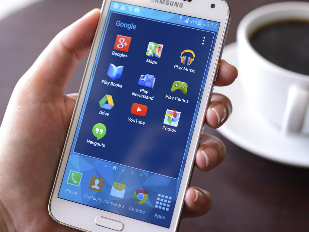 A security gap on Android, the most popular smartphone operating system, was discovered by security experts in a lab and is so far not widely exploited.