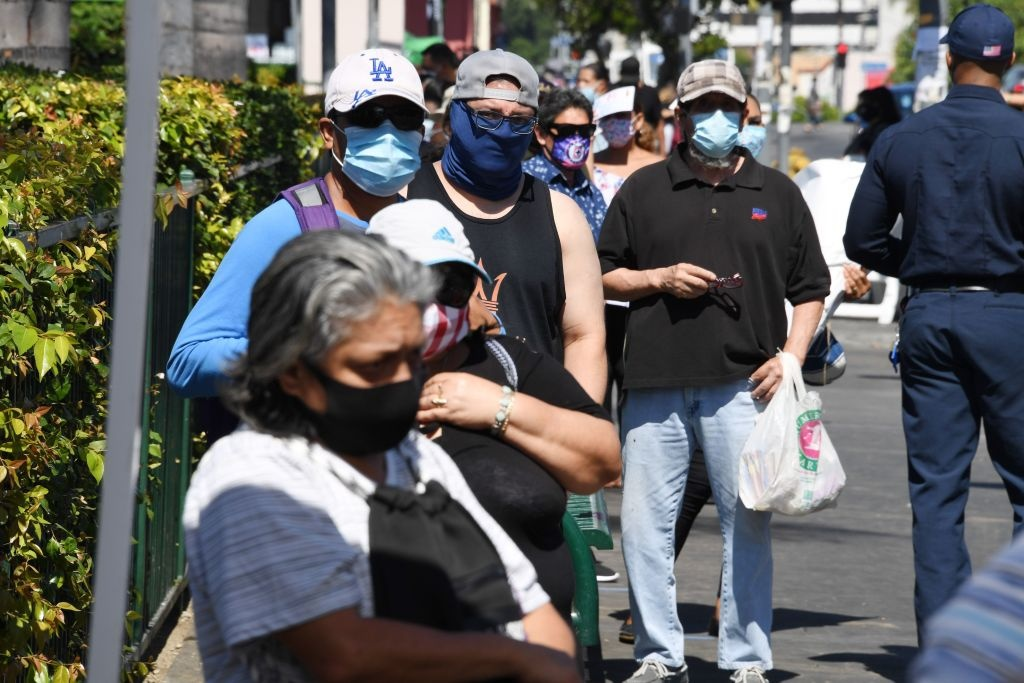 People wait in line at a walk-up coronavirus testing location in Los Angeles, California, August 10, 2020, amid the COVID-19 pandemic.