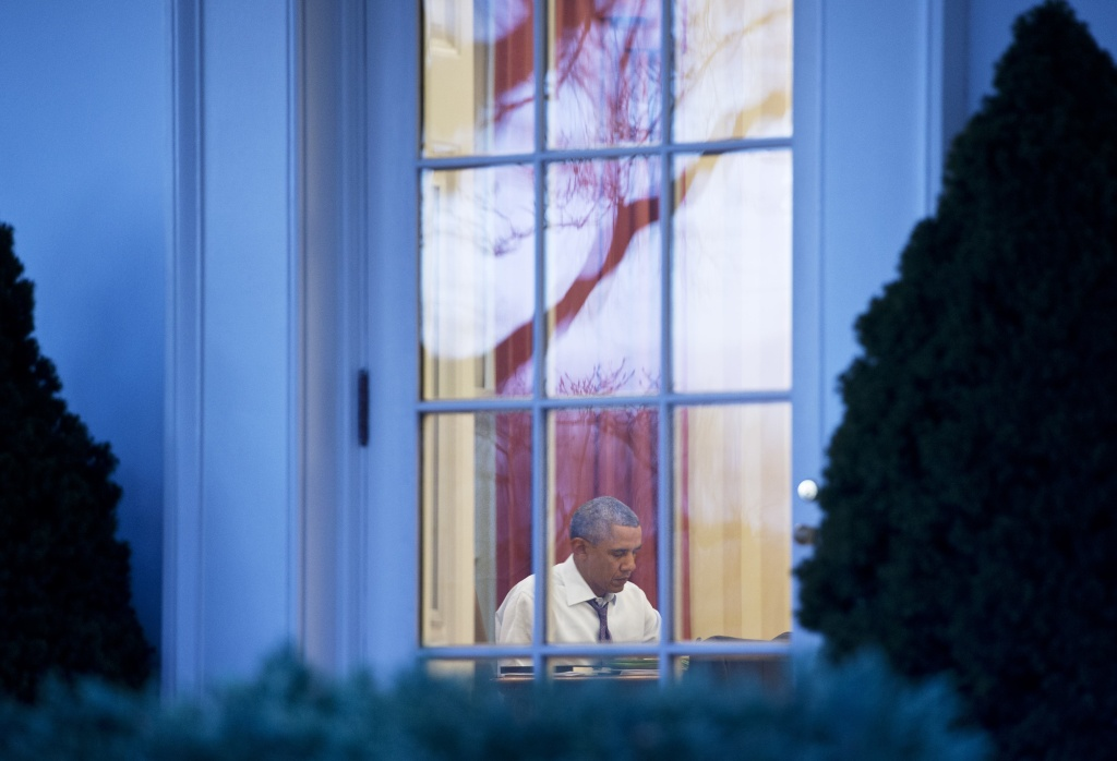 US President Barack Obama works in the Oval Office of the White House on January 27, 2014 in Washington, DC. Obama is due to deliver his 2014 State of the Union address on January 28.
